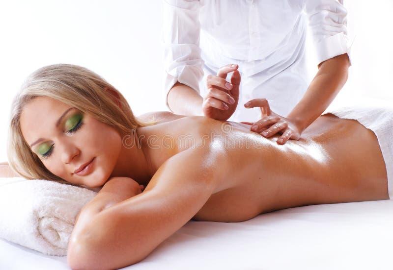 Badekurortbehandlung einer jungen blonden Frau lizenzfreies stockbild