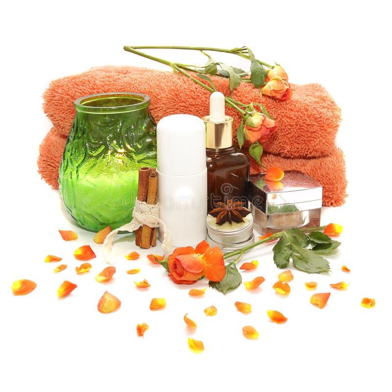 Badekurortprodukte, -kosmetik und -rosen lizenzfreies stockbild