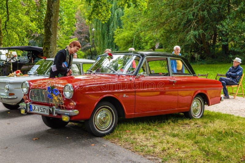 BADEN BADEN, GERMANIA - LUGLIO 2019: P4 12M cabrio 1962 1966, CARDINALE TAUNUS, riunione di vecchia data a Kurpark fotografia stock