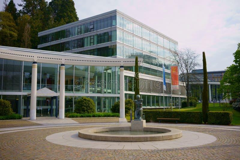 BADEN-BADEN, BADEN-WÃœRTTEMBERG NIEMCY, KWIECIEŃ, - 12, 2019: Caracalla zdrój w Baden-Baden zdjęcie stock