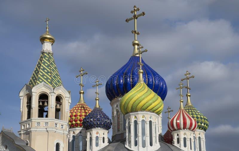 Badete die neue Kirche von Novo-Peredelkino. lizenzfreie stockfotos