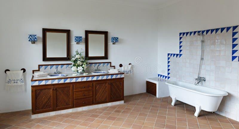 Badezimmer In Einer Alten Spanischen Art Stockfoto Bild Von Wasser Wanne 151131040