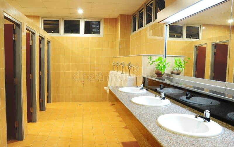 Badezimmer im Büro stockbild
