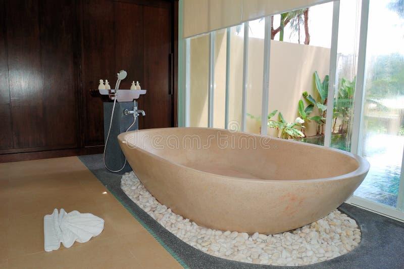Badezimmer am Luxuxlandhaus lizenzfreie stockfotos