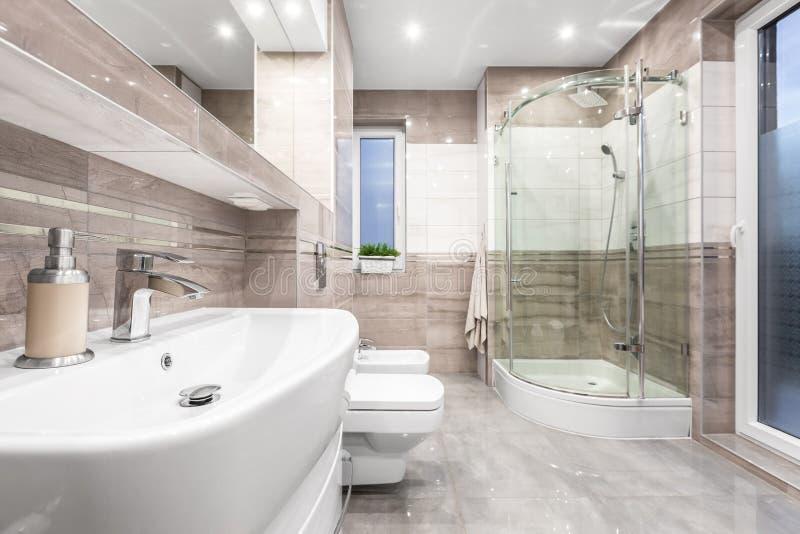 Badezimmer mit Note von Luxus lizenzfreies stockfoto