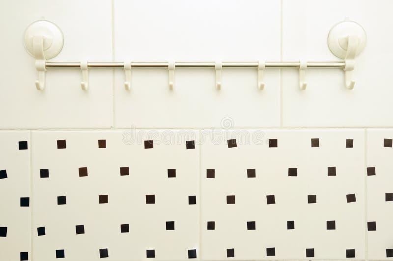 Badezimmerhaken gehaftet stockfoto. Bild von scharf, geheim - 26385570