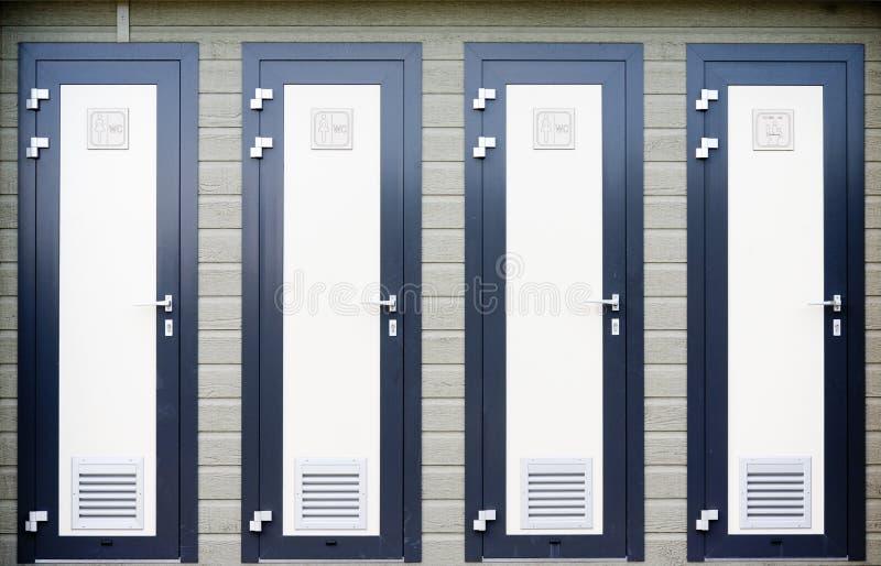 Badezimmertüren stockfoto. Bild von kinder, türen, niemand - 20906988