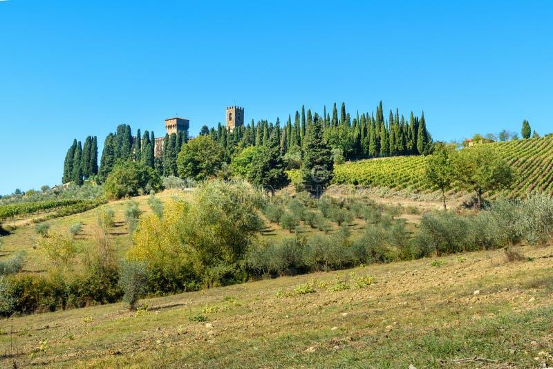 Badia Di Passignano, opactwo San Michele Arcangelo Passignano jest historycznym Benedyktyńskim opactwem lokalizować na szczycie,  obrazy stock