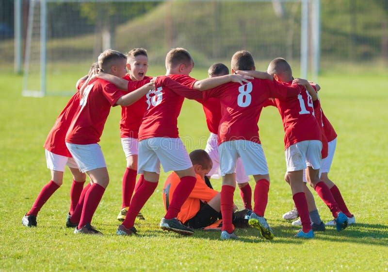 Badine l'équipe de football dans le petit groupe photo stock