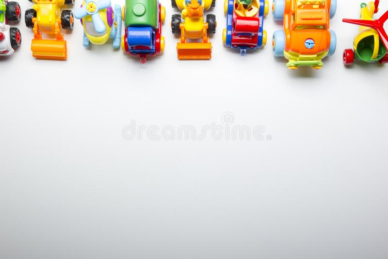 Badine le cadre se développant éducatif de jouets sur le fond blanc Vue supérieure Configuration plate Copiez l'espace pour le te image libre de droits