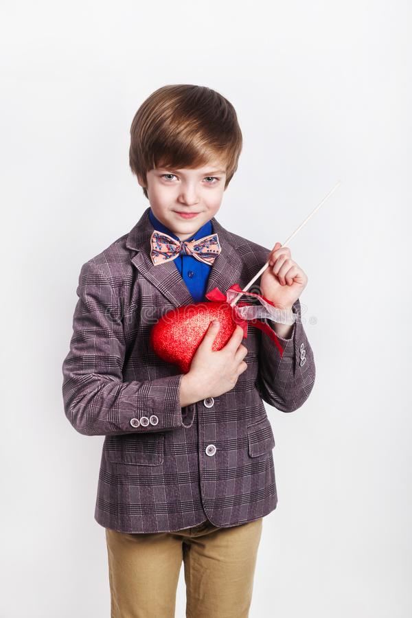 Badinez avec le coeur rouge sur le fond blanc, concept de jour de valentines de St photos stock