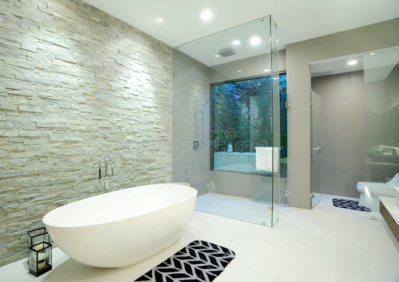 Badkamers in huis royalty-vrije stock afbeeldingen