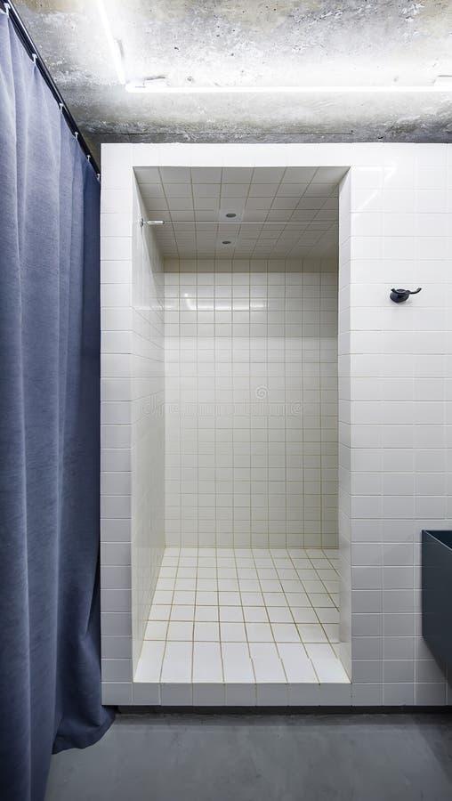 Badkamers in zolderstijl stock foto