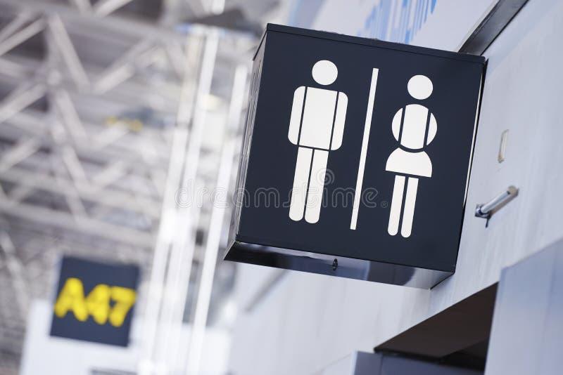 Badkamersteken in luchthaven stock foto's