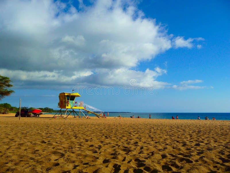 Badmeestercabine bij DT Fleming Beach in Maui Hawaï stock foto's