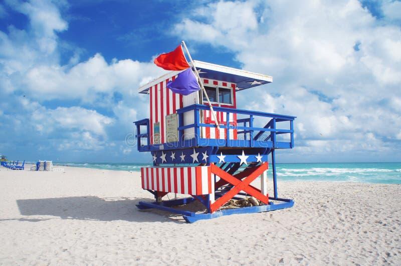 Badmeesterhuis bij Zuidenstrand van Miami stock afbeeldingen