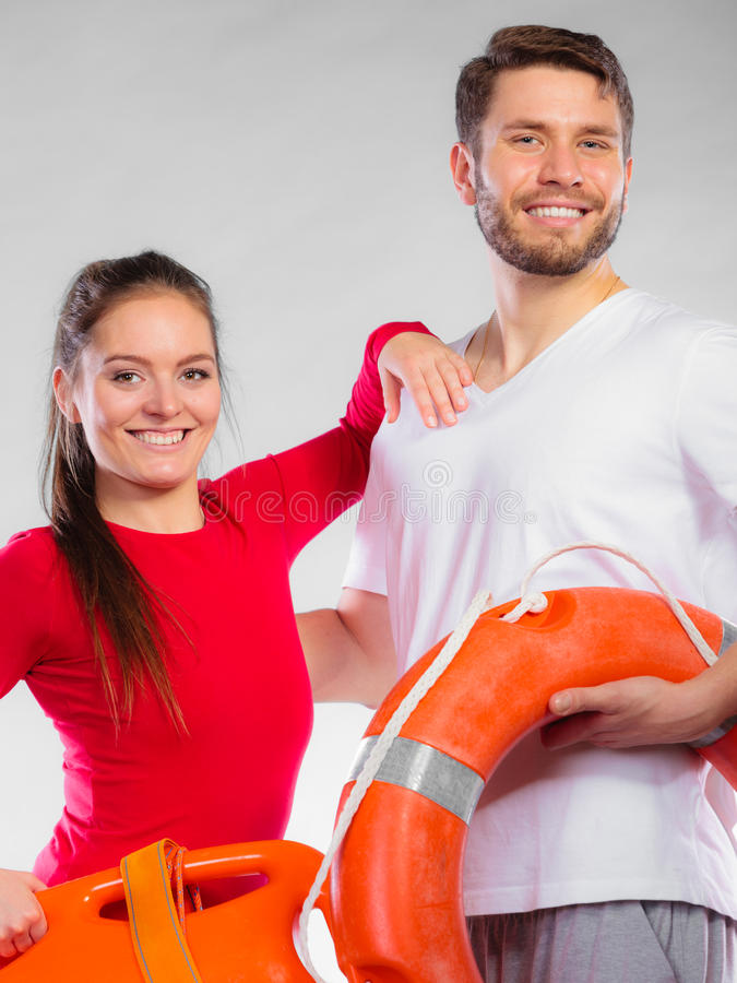 Download Badmeesterpaar Met Reddingsmateriaal Stock Foto - Afbeelding bestaande uit bathing, lifebelt: 54091382