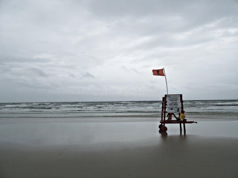badmeesterstoel op het strand royalty-vrije stock foto