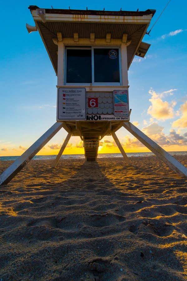 Badmeestertoren op het strand van Miami in zonsopgang, Florida, de V.S. stock foto