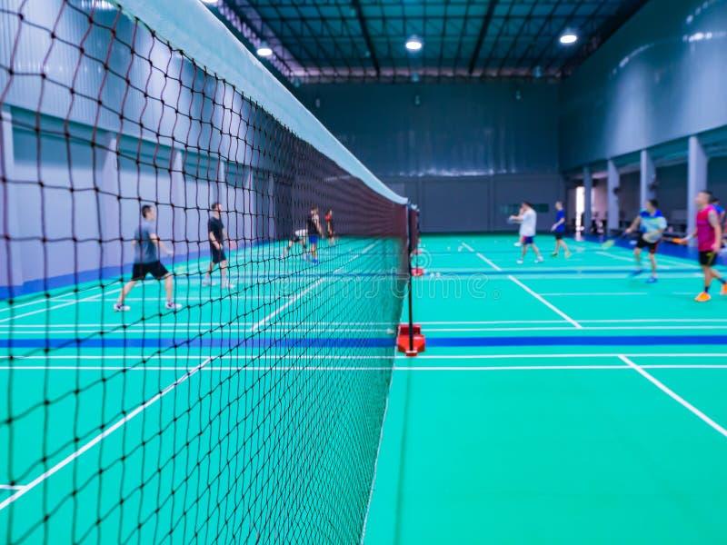 badminton netto in het badmintonhof stock fotografie