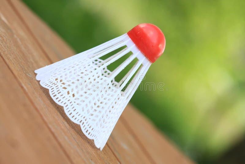 Badmintonfederball für das Spielen von Badminton lizenzfreies stockfoto