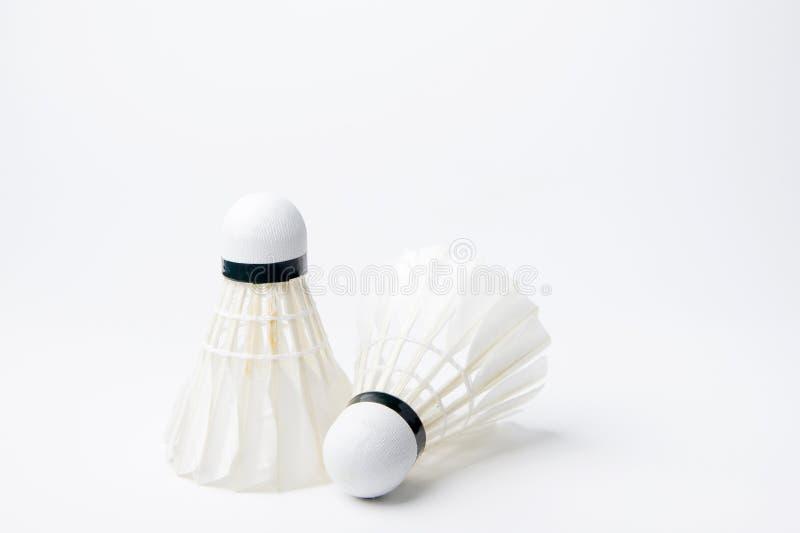 Badmintonfjäderboll som isoleras på vit bakgrund royaltyfri foto
