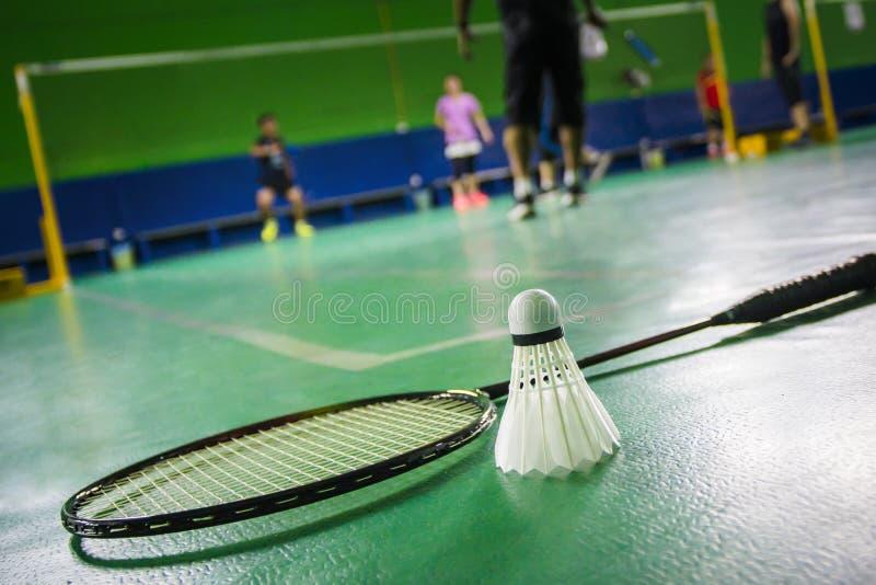 badmintonhof met shuttle stock fotografie