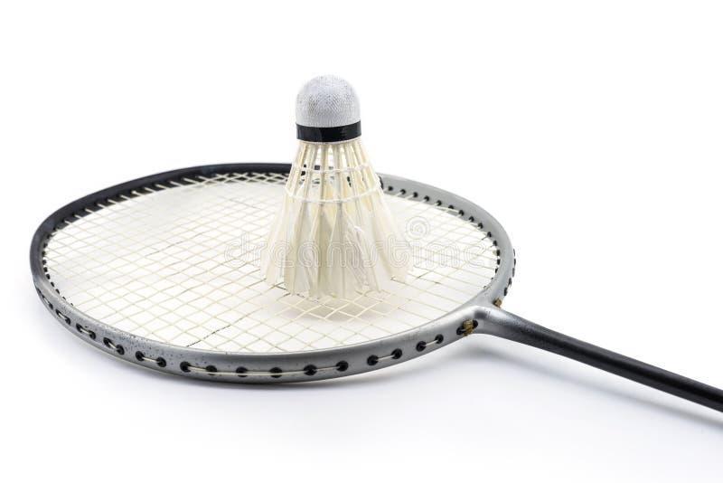 Badmintonracket och gammal fjäderboll arkivfoto