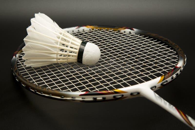 Badmintonracket och shuttlecock arkivbilder