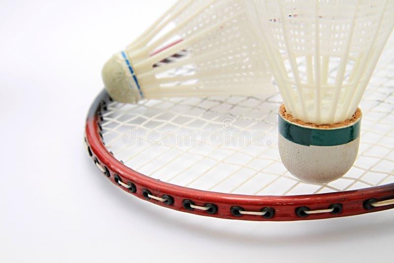 Badmintonshuttle fest auf einer Tabelle stockfotografie