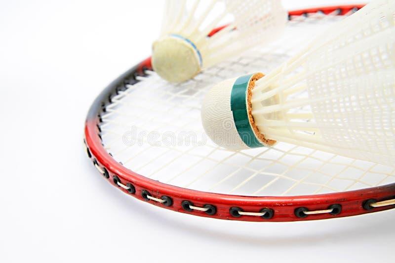 Badmintonshuttle fest auf einer Tabelle lizenzfreie stockbilder