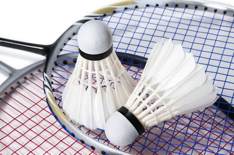 Badmintonshuttlecock på racketbakgrund arkivbild
