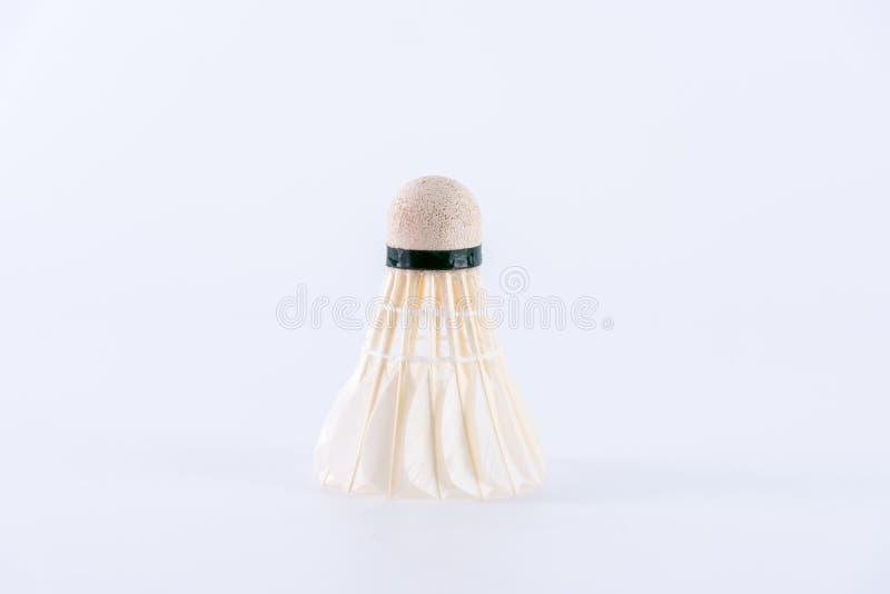 Badmintonshuttlehahn auf weißem Hintergrund Sport und Tätigkeit lizenzfreies stockbild