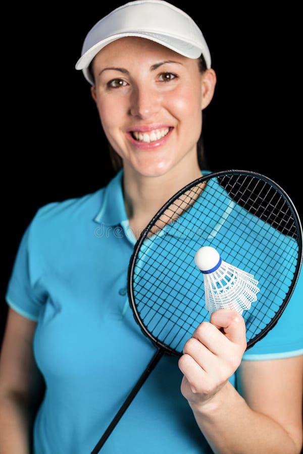 Badmintonspieler, der Federballschläger und Federball hält stockfotos