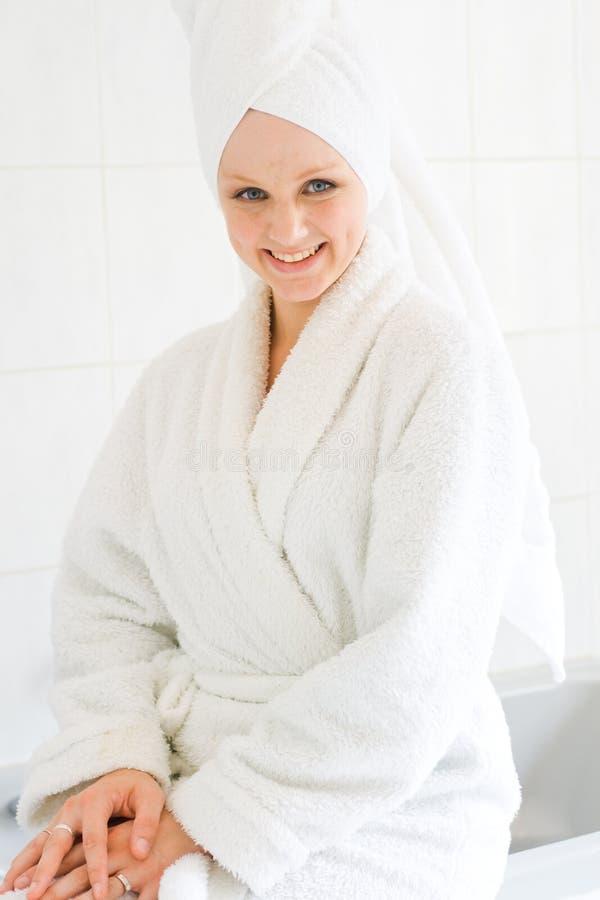 badrumkvinna arkivfoto