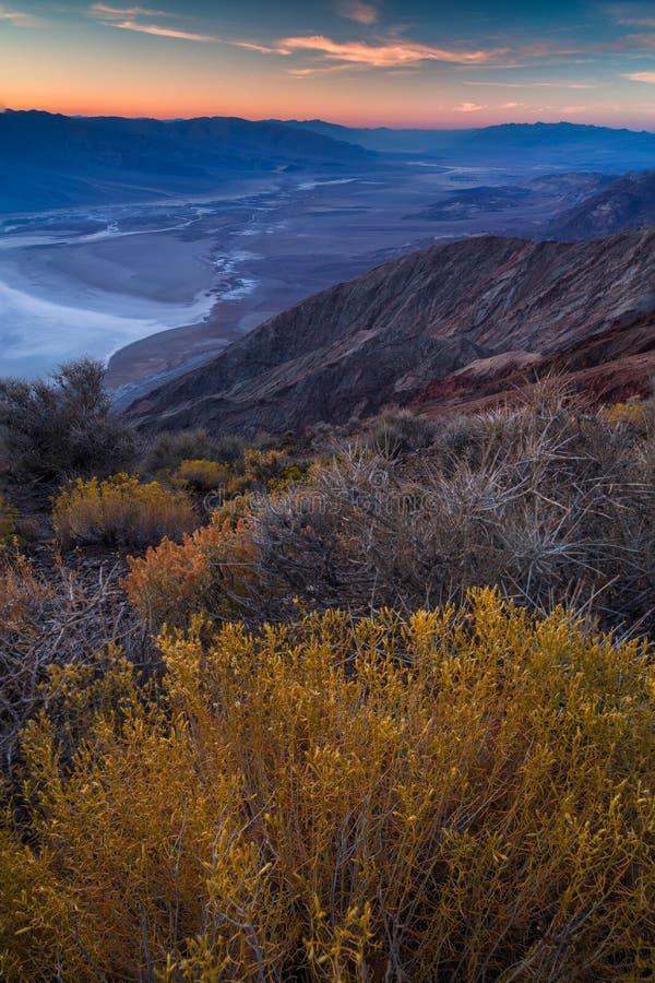 Badwater-Becken gesehen von Dante-` s Ansicht, Death Valley, Kalifornien, lizenzfreie stockfotografie