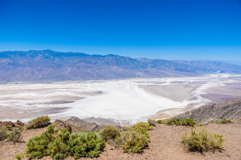 Badwater-Becken gesehen von Dantes Ansicht, Nationalpark Death Valley, Kalifornien, USA stockfotografie