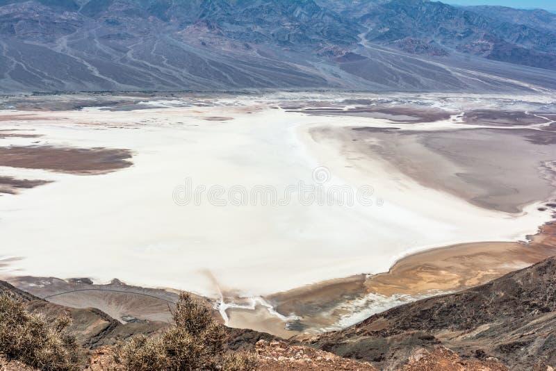 Badwater-Becken von Dantes-Ansicht, Nationalpark Death Valley, Kalifornien stockbild