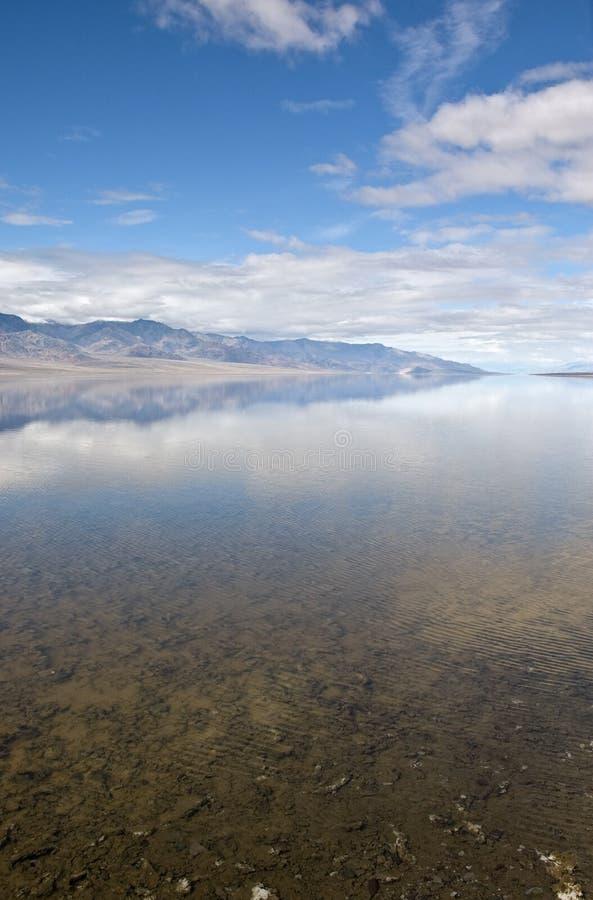 Badwater Reflexion lizenzfreie stockbilder