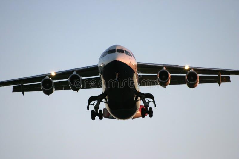 BAe 146 op het landen benadering stock foto