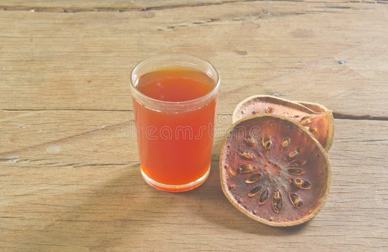 Bael-Fruchtsaft stockfotografie