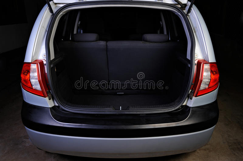 Bagażnik hatchback na czerni zdjęcia stock