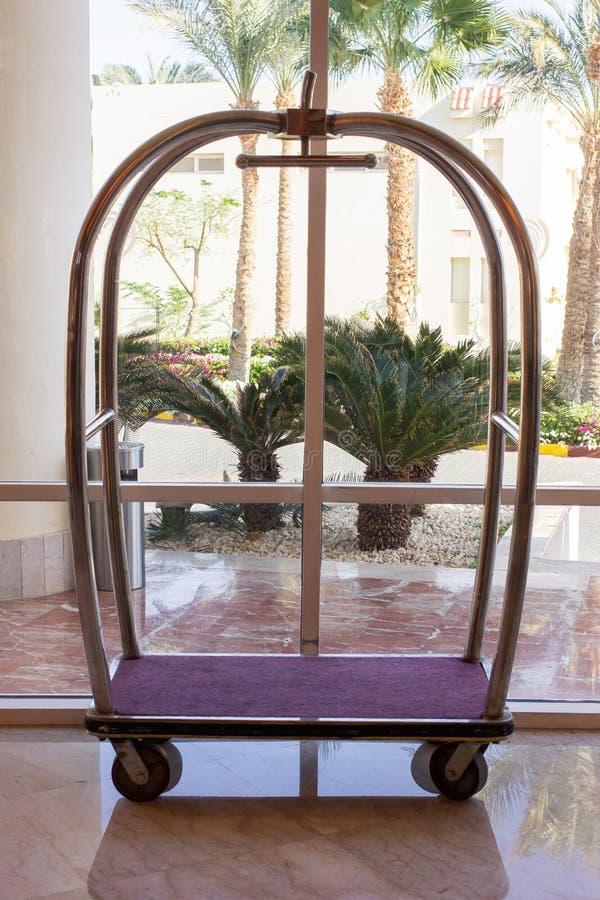 Bagażowy tramwaj w hotelu obraz royalty free