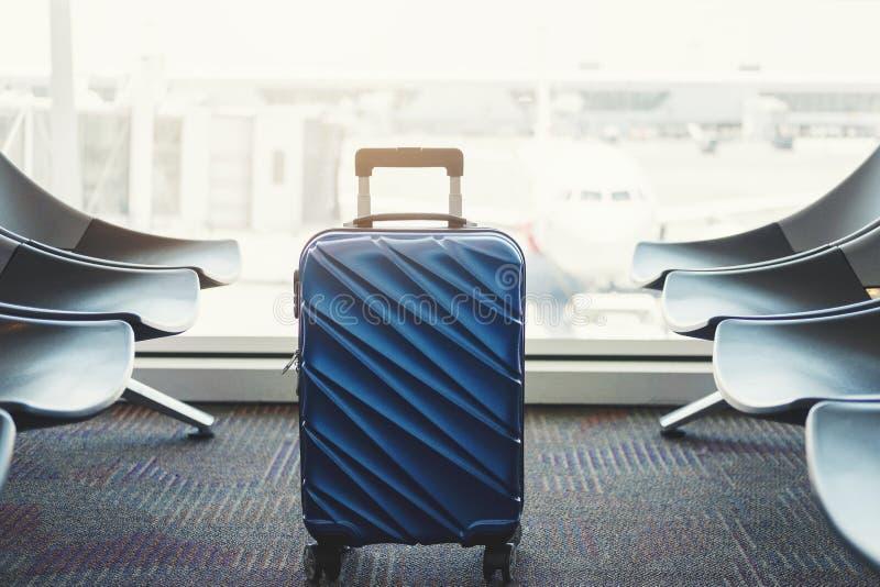 Bagage au concept de voyage de terminal d'a?roport images libres de droits