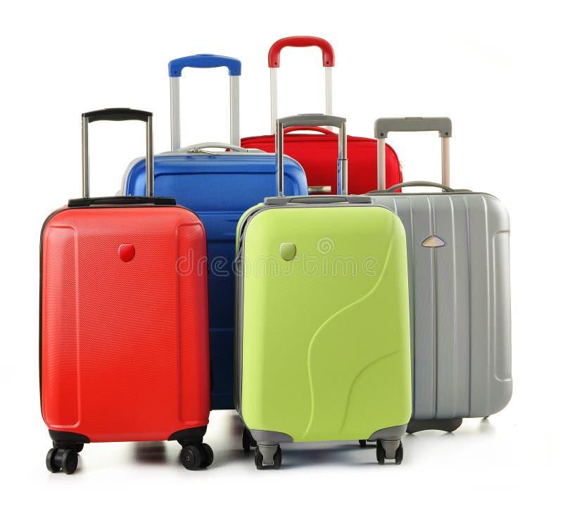 Bagage die uit koffers bestaat die op wit worden geïsoleerdu stock foto's