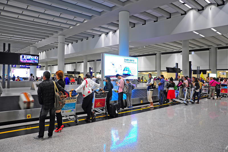 Bagage fordrar område på flygplatsen royaltyfri foto