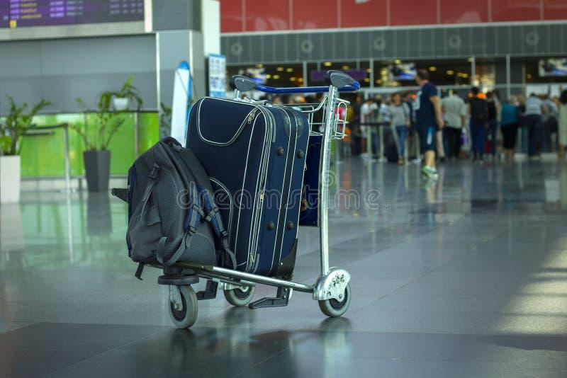 Bagage in luchthaven stock afbeeldingen