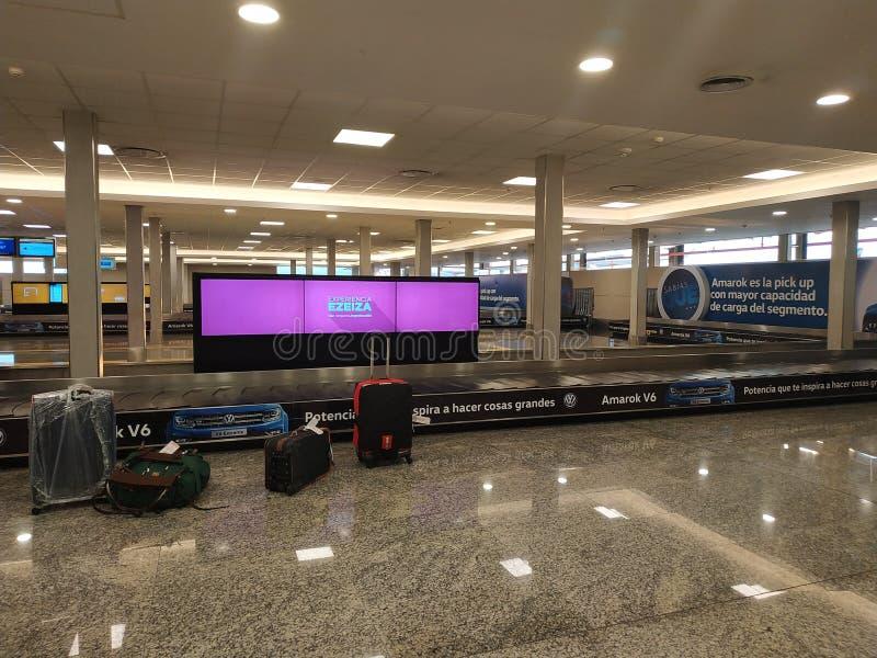 Bagagem Unclaimed no aeroporto imagem de stock