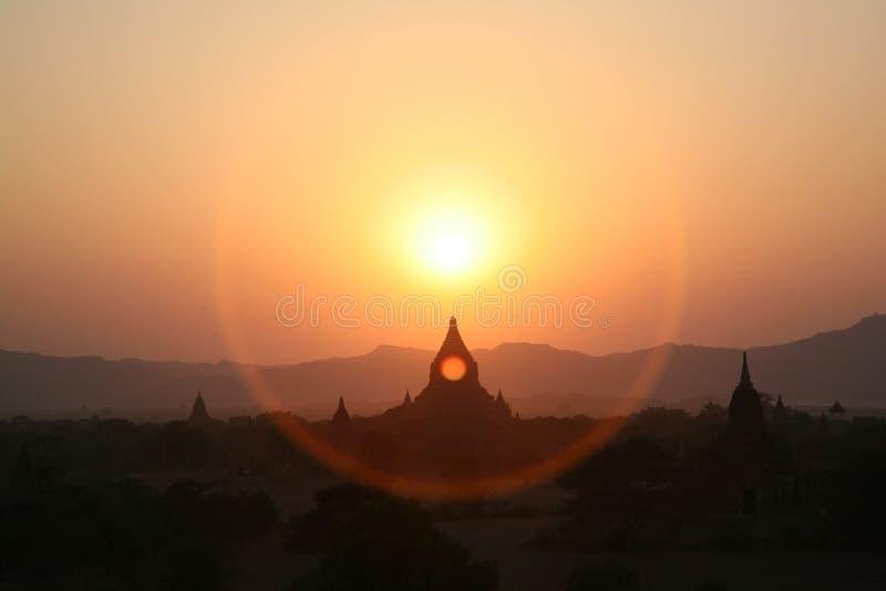 bagan burma gloria över pagodassolnedgång fotografering för bildbyråer