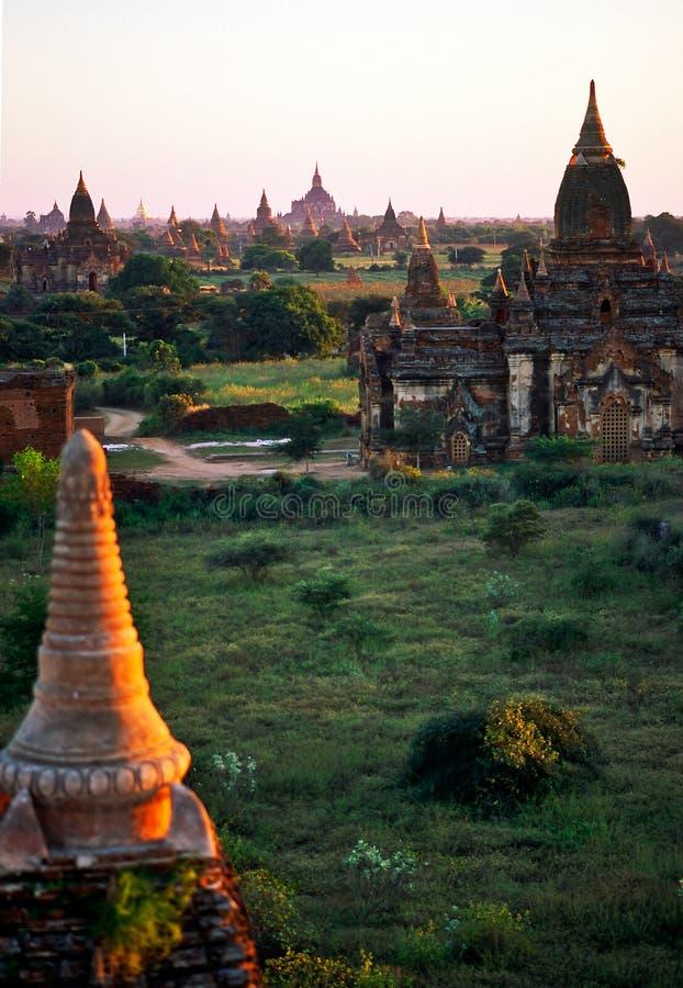 Bagan en la puesta del sol, Myanmar. imagen de archivo